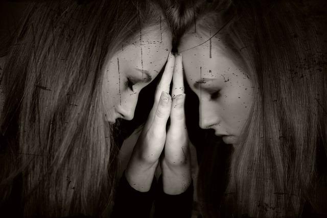 孤独を感じている女の子,出産後,生理,再開