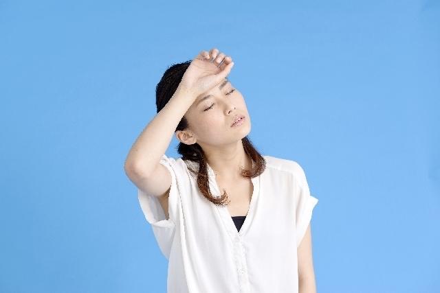 頭痛を抱える女性,妊娠中,風疹,