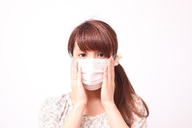マスクを着けた女性,妊娠中,風疹,