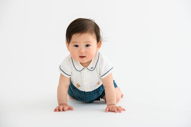 ハイハイする赤ちゃん,赤ちゃん,