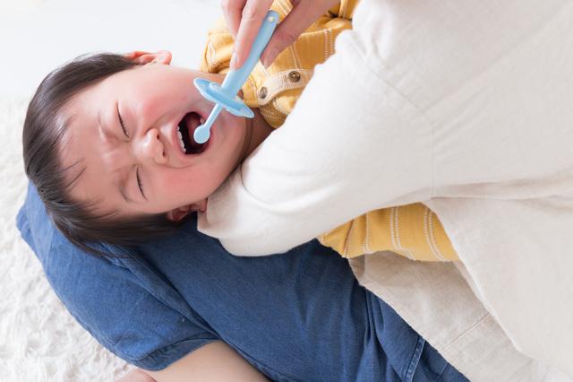 仕上げみがきを嫌がる赤ちゃん,赤ちゃん,歯みがき,
