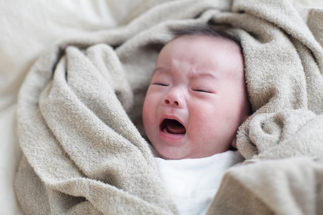 泣いている赤ちゃん,赤ちゃん,便秘,