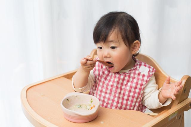 食事をする赤ちゃん,離乳食,中期,玉ねぎ