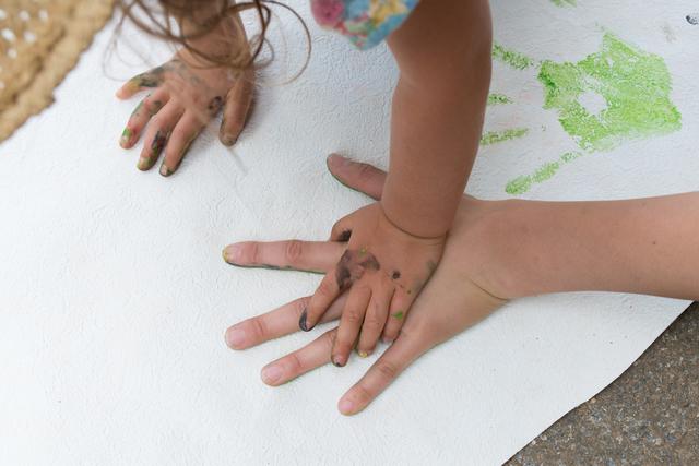 手形をとる親子,手形,足形,アート