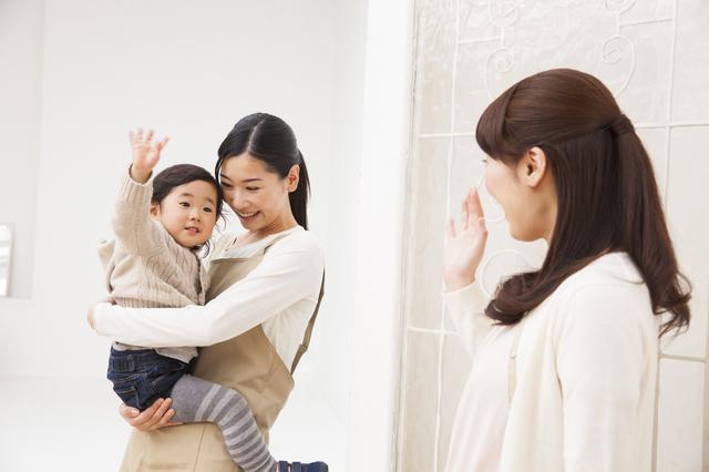仕事に行くママと保育園の子ども,保育士不足,保育園,待機児童