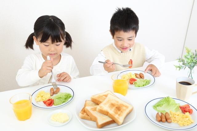 朝食を食べる子ども,子供,食事,