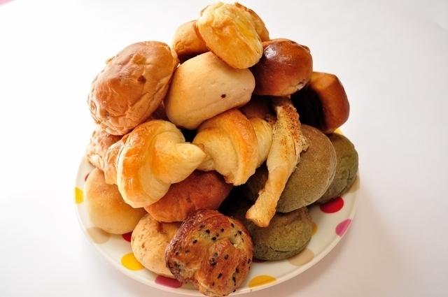 山盛りのパン,子供,食事,