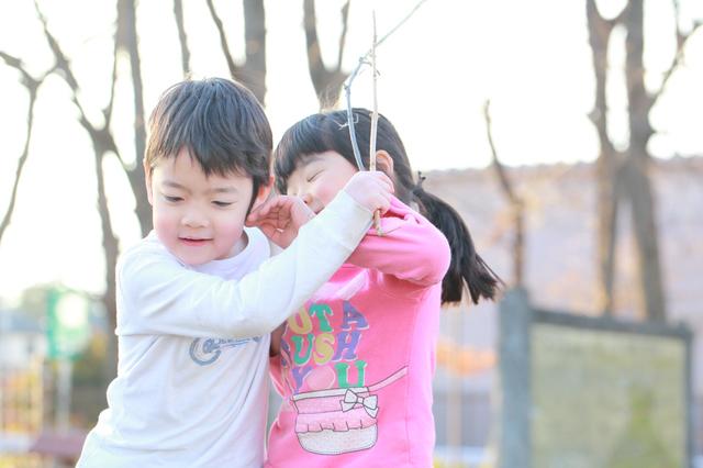 喧嘩をする園児,保育園,幼稚園,トラブル