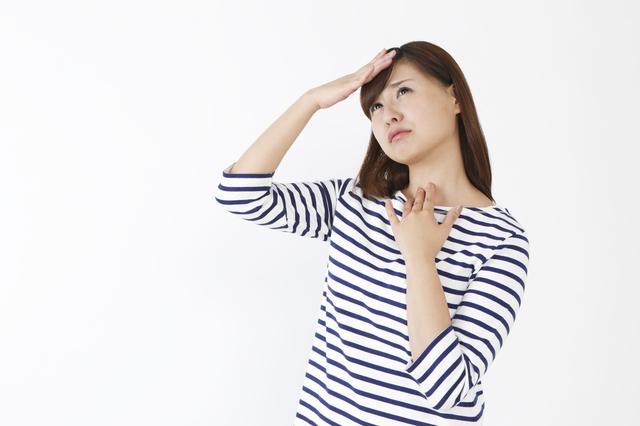 熱や喉を気にする女性,妊娠初期,喉の痛み,