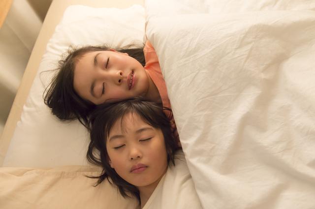 子ども寝る,頭,臭い,