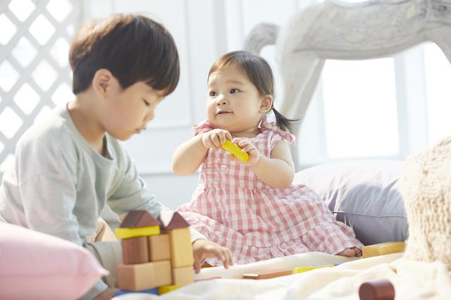 男の子と女の子,おもちゃ,男女,