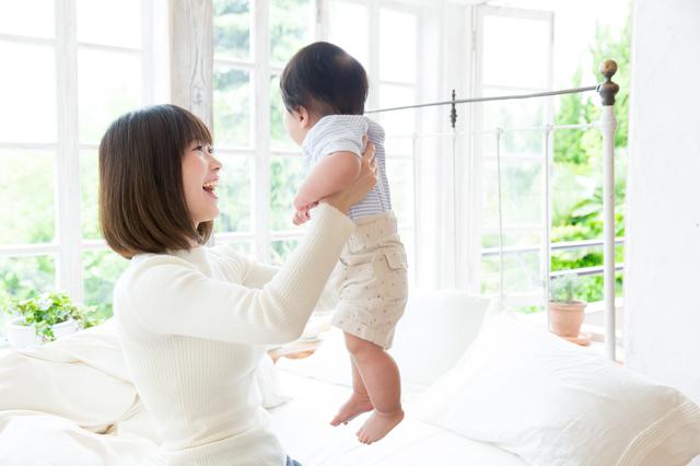 赤ちゃんをあやすママ,生後,10ヶ月,赤ちゃん