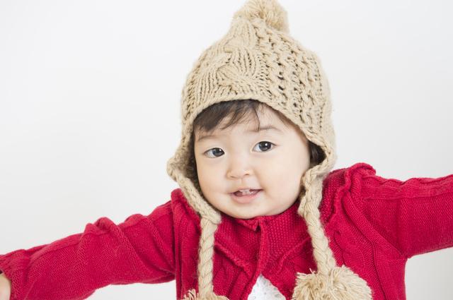ニット帽をかぶる女の子,新生児,帽子,