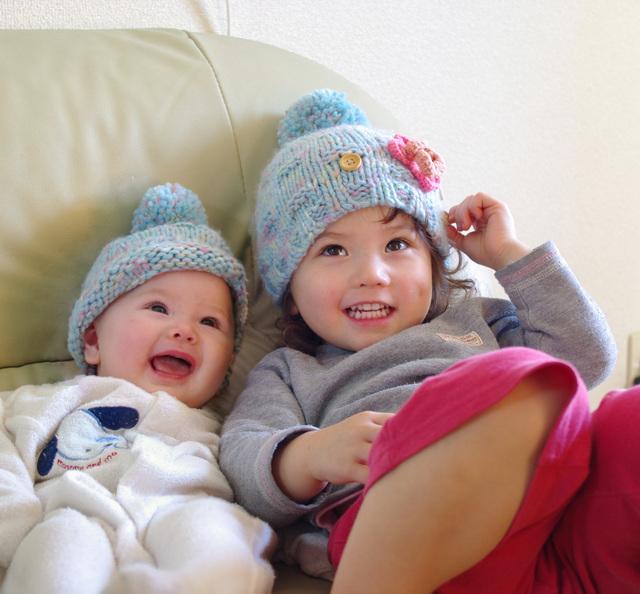 帽子をかぶった姉妹,新生児,帽子,