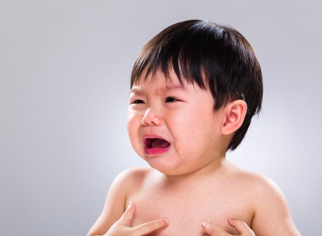 ぐずっている赤ちゃん,赤ちゃん,歯固め,