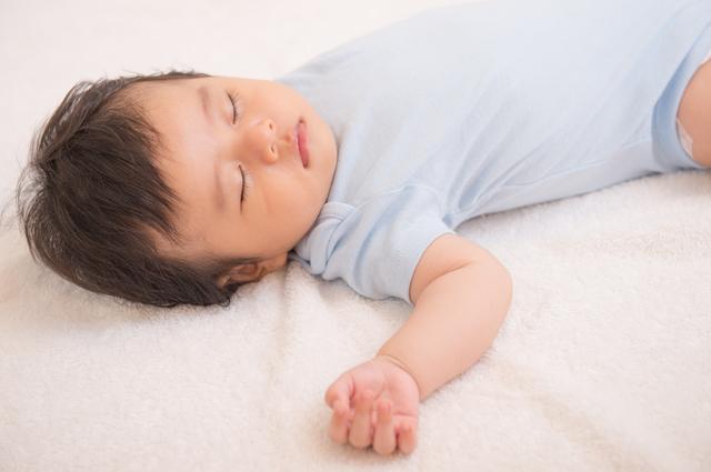 寝ている赤ちゃん,防水シーツ,ベビー,