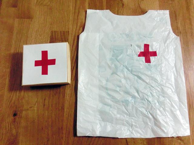 救急箱と白衣,お医者さんごっこ,おもちゃ,手作り