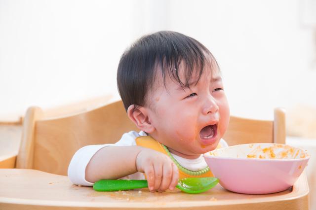 赤ちゃん泣く離乳食,離乳食,エプロン,