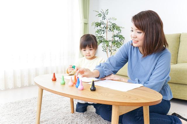 絵を描く親子,手作り絵本,