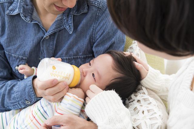 ミルクを飲む赤ちゃん,使い捨て,哺乳瓶,
