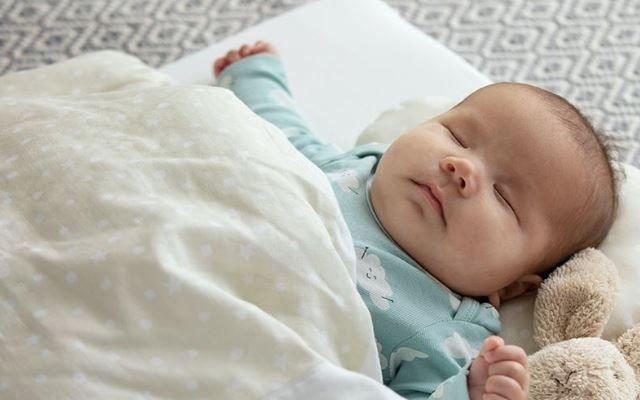 寝ている赤ちゃん,ベビー布団,