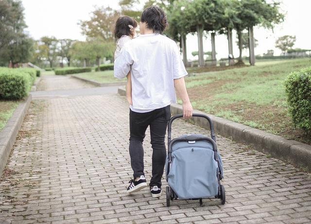 キャリーバッグのように持ち運び可能,