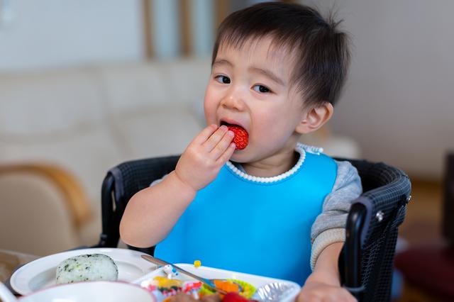 自分でご飯を食べる赤ちゃん,ベビー食器,おすすめ,