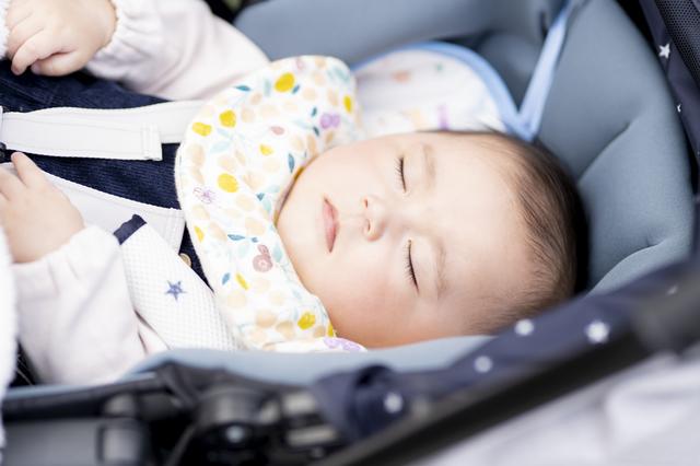 ベビーカーですやすや眠る赤ちゃん,ベビーカー,おでかけ,スゴカル