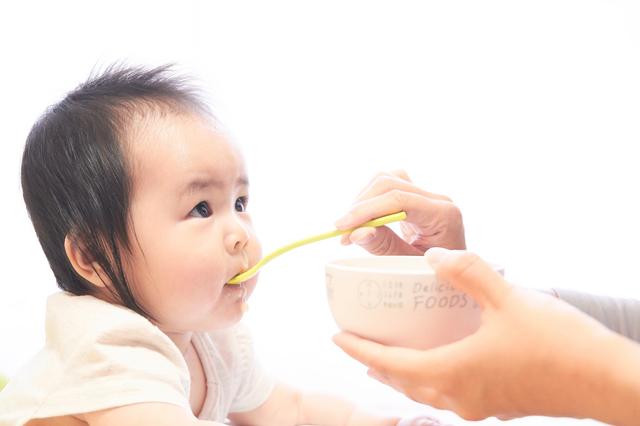 赤ちゃん,1歳,食べる量,