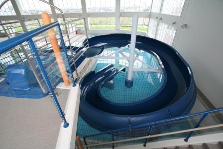 下山スポーツセンター ウォータースライダー,ウォータースライダー,新潟,プール