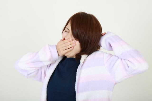 あくびをする女性,妊娠初期,眠気,