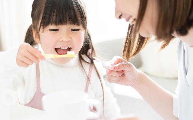 歯みがきをする女の子,歯みがき,ハミケア,