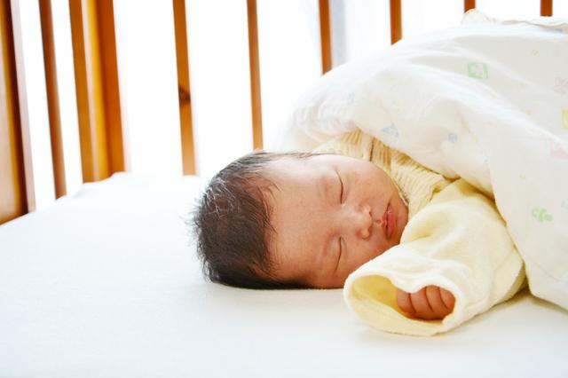 眠る赤ちゃん,ベビー布団,いつまで,