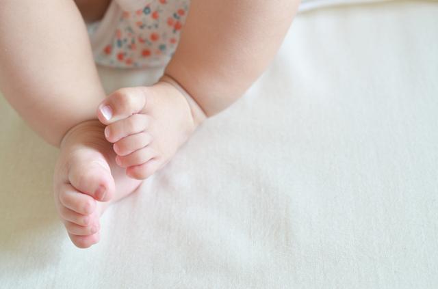 赤ちゃんの足,ベビー布団,いつまで,