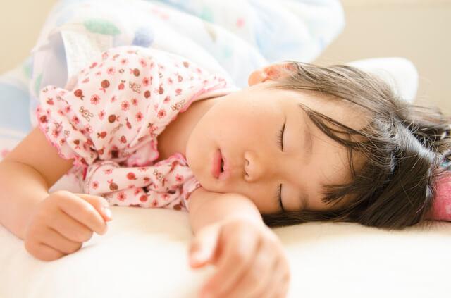 寝ている女の子,幼稚園入園前,過ごし方,生活リズム