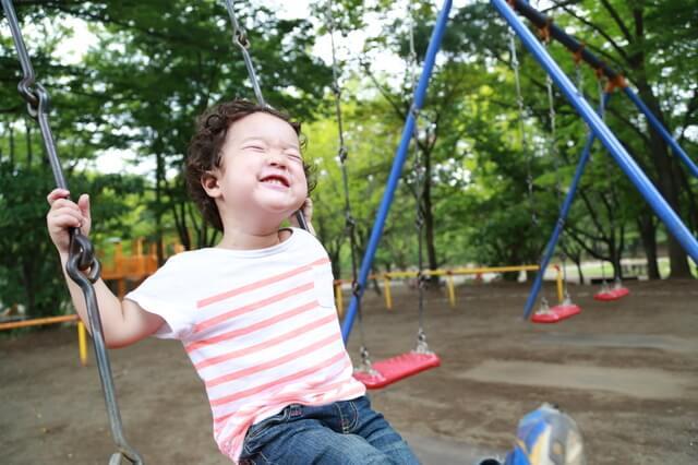 公園で遊ぶ子ども,幼稚園入園前,過ごし方,生活リズム