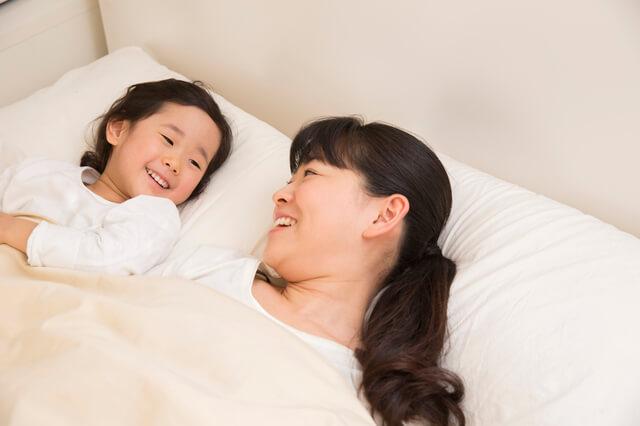 寝室の親子,幼稚園入園前,過ごし方,生活リズム