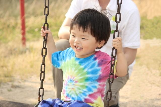 ブランコに乗る幼児,3歳,できること,