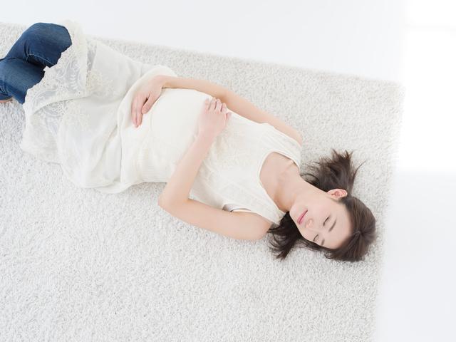 寝転がる妊婦,妊娠,30,週