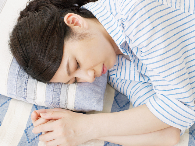 疲れを感じる女性,産後,家事,