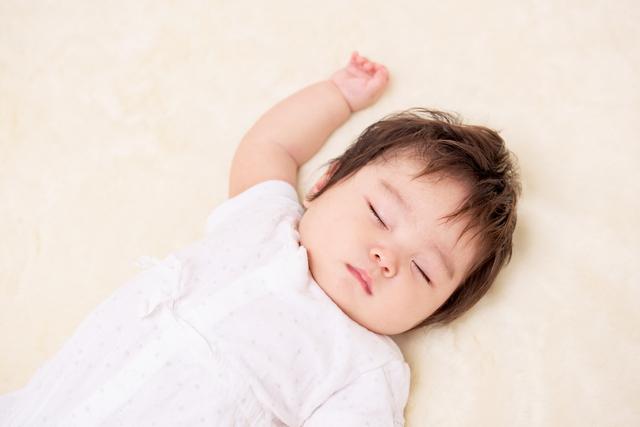 ねんねする赤ちゃん,赤ちゃん,5ヶ月,