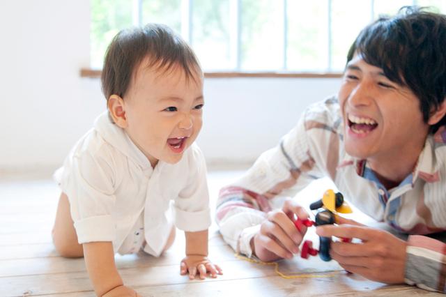 パパと遊ぶ赤ちゃん,生後,7ヶ月,赤ちゃん