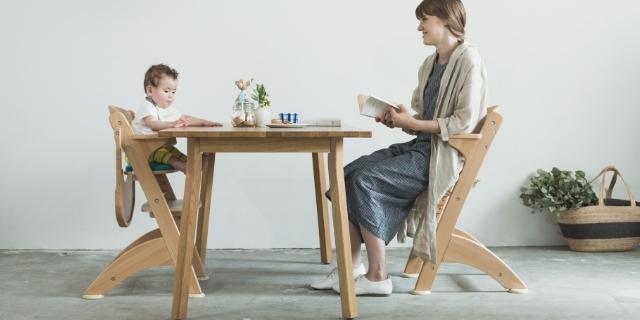 椅子に座る親子,離乳食,チェア,