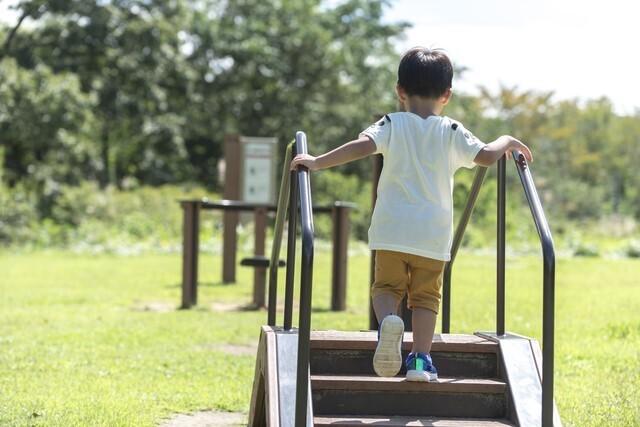 3歳 階段の上り下り,3歳,階段の上り下り,