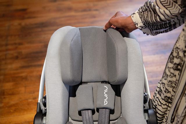 成長に合わせて調整できるヘッドレスト,チャイルドシート,安全基準,出産準備