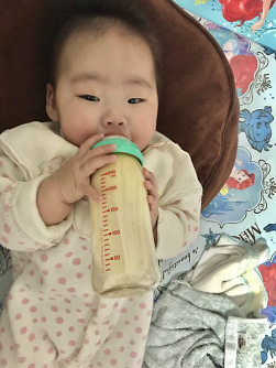 赤ちゃんがミルクを飲む画像,コズレ,プレゼント,当選