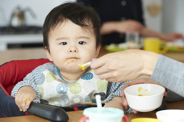 離乳食を食べる赤ちゃん,ベビーマグ,おすすめ,