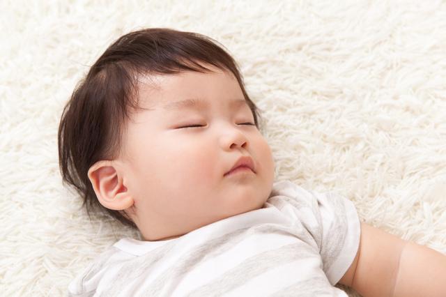 生後8ヶ月寝る赤ちゃん,生後,8ヶ月,赤ちゃん