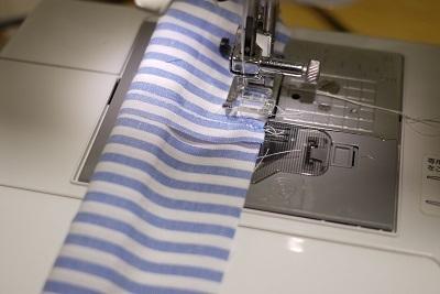 縦縞の布をミシンがけ,シュシュ,作り方,授乳ストラップ