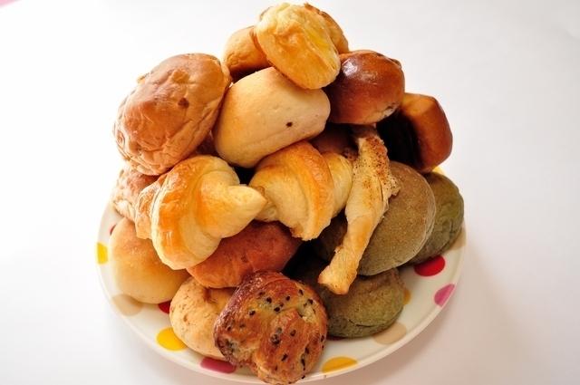 山盛りのパン,子ども,食事,